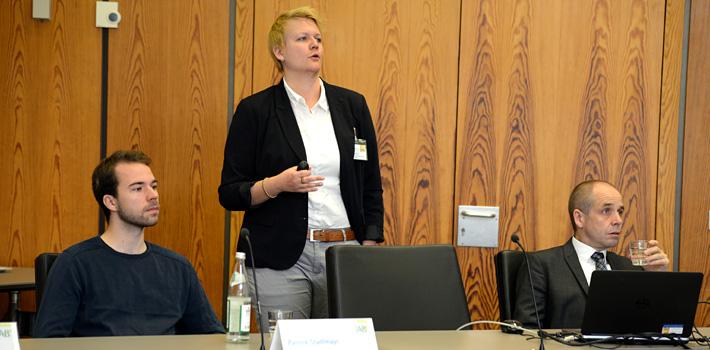 Workshop-Referenten (v.l.n.r): Patrick Stadlmayer von Tandemploy, Dr. Lena Hünefeld von der Bundesanstalt für Arbeitsschutz und Arbeitsmedizin, Prof. Dr. Holger Bonin vom Forschungsinstitut zur Zukunft der Arbeit