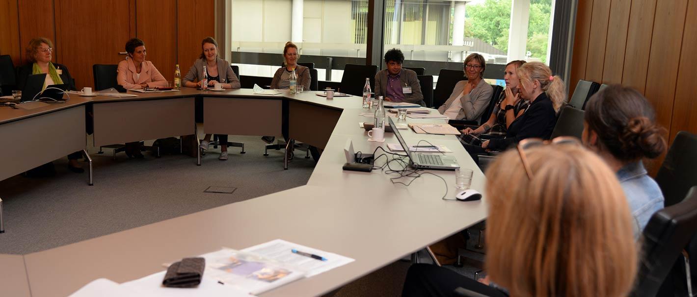 """Das Foto zeigt die Teilnehmerinnen eines der vier Workshops bei der Fachtagung """"Geschlechtergerechte Personalentwicklung in der Wissenschaft"""". Foto: Jutta Palm-Nowak"""