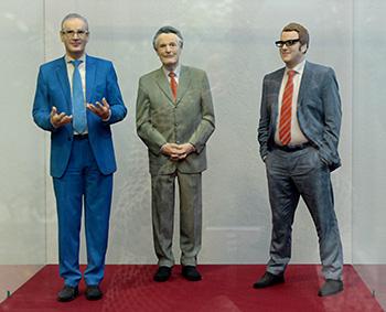 Drei Erlanger Oberbürgermeister en miniature: Das derzeitige Stadtoberhaupt Florian Janik (rechts), Vorgänger Siegfried Balleis (links) und Vorvorgänger Dietmar Hahlweg (Mitte)