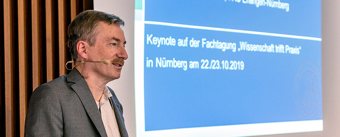 Prof. Dr. Claus Schnabel ist Inhaber des Lehrstuhls für Volkswirtschaftslehre an der Friedrich-Alexander-Universität Erlangen-Nürnberg.