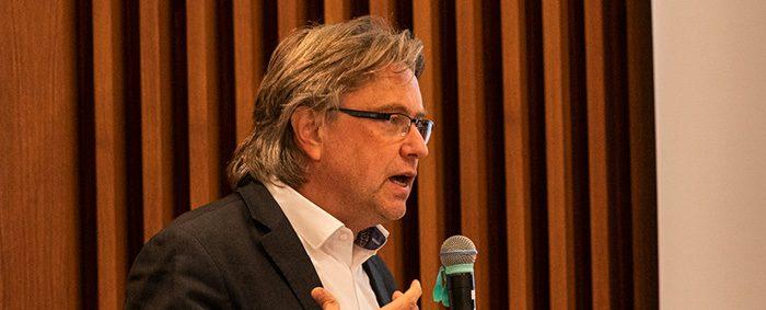 Thorsten Schulten ist Referent für Arbeits- und Tarifpolitik in Europa am Wirtschafts- und Sozialwissenschaftlichen Institut der gewerkschaftsnahen Hans-Böckler-Stiftung.