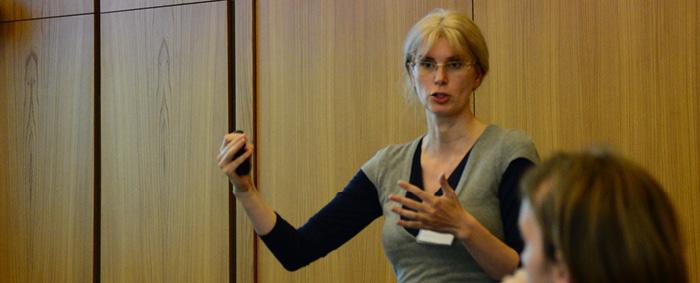 Dr. Anna Zaharieva von der Universität Bielefeld stellte in ihrem Vortrag ein theoretisches Such- und Matchingmodell vor.
